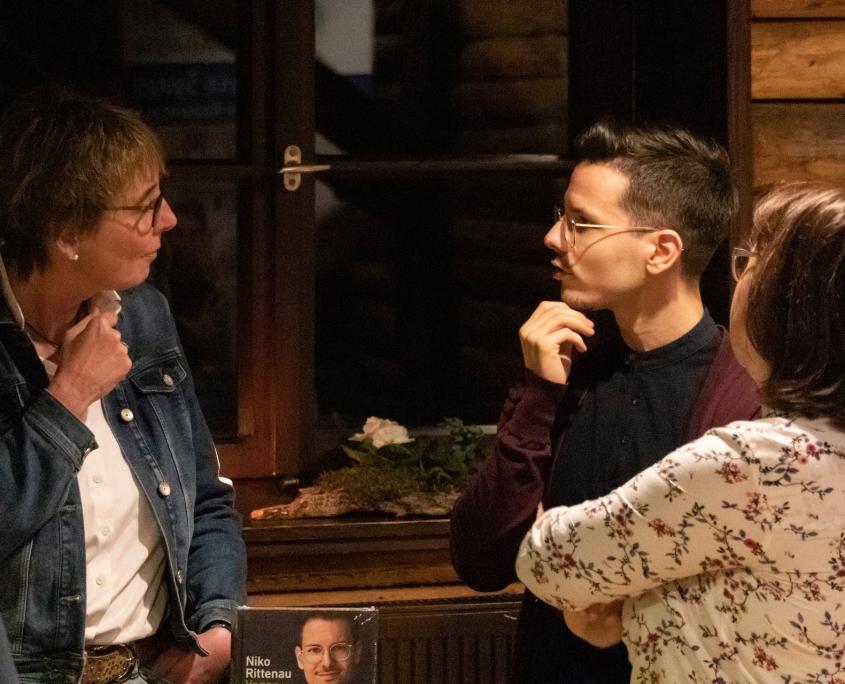 Veranstaltung mit Niko Rittenau - Susanne Weide von Bücher Brandt im Gespräch mit Niko Rittenau